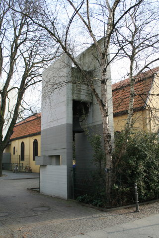Church school on Lausitzer/Paul-Lincke-Ufer - bell